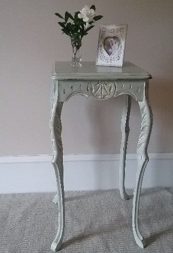 Distressing shabby chic table